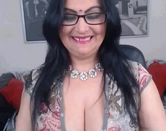 Sexy Indian Aunty With Nice Cleavage - Spankbang.org